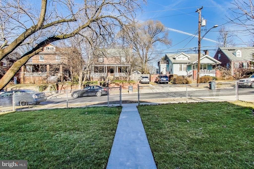 What Property Faces - 4017 LONGFELLOW ST, HYATTSVILLE