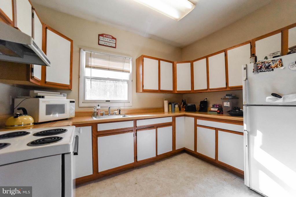 IN-LAW SUITE KITCHEN - 13995 PETZOLD DR, WALDORF