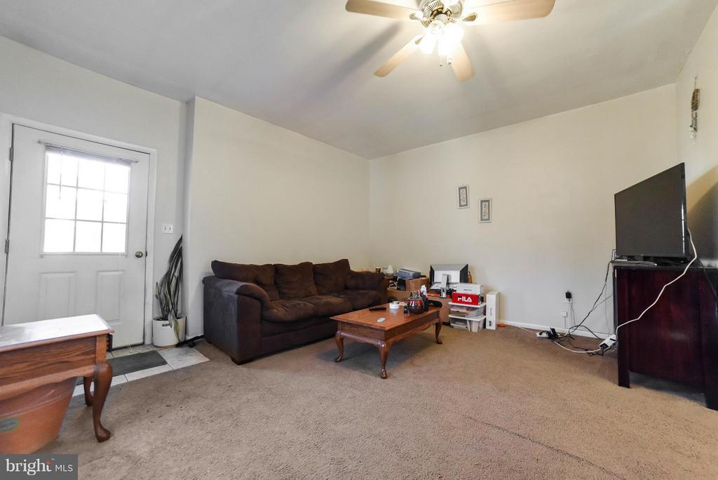 IN-LAW SUITE LIVING ROOM - 13995 PETZOLD DR, WALDORF