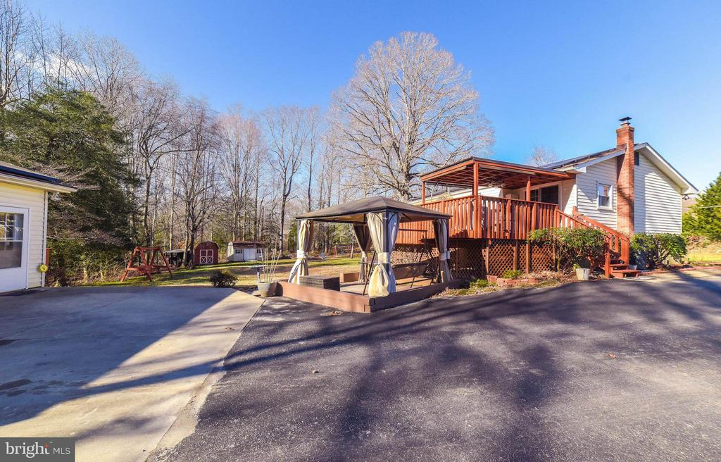TWO LEVELCOVERED DECK & GAZEBO - 13995 PETZOLD DR, WALDORF