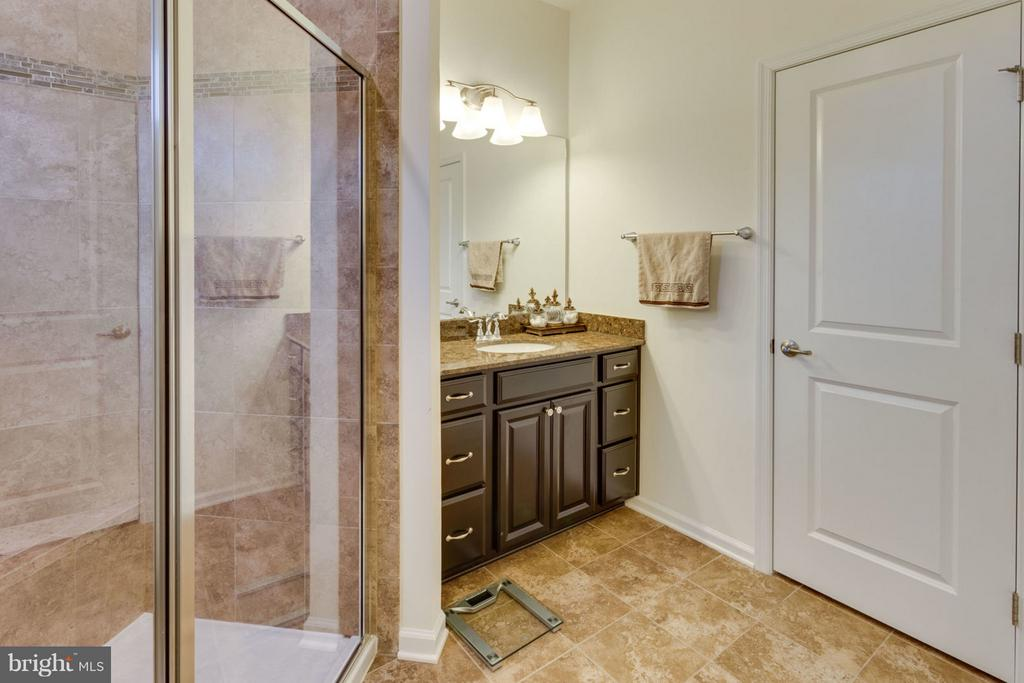 Owner's bathroom has glass shower with seating - 7820 CULLODEN CREST LN, GAINESVILLE