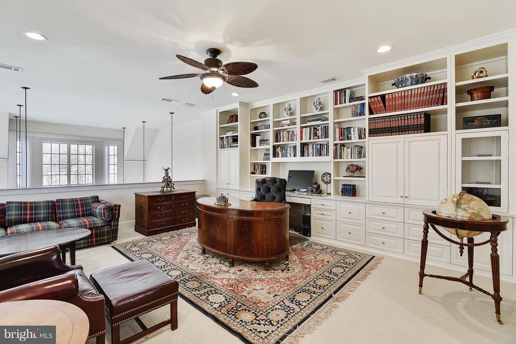 Loft Study with Built In Cabinetry - 43468 CASTLE HARBOUR TER, LEESBURG