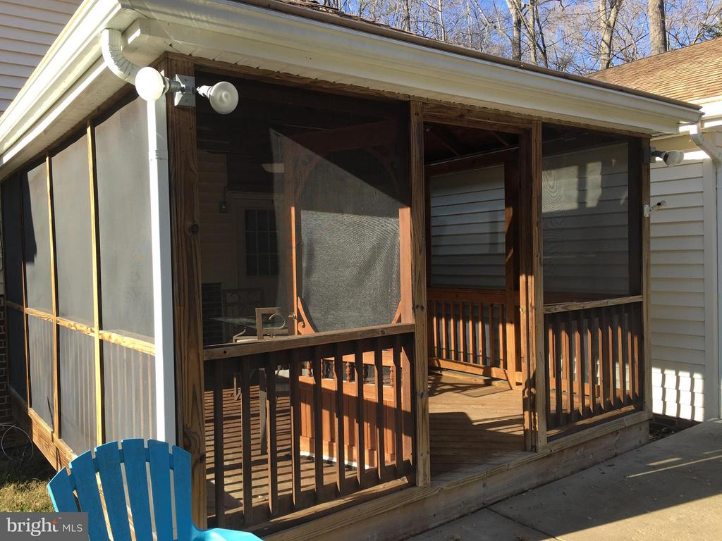 Screened porch - 8427 BATTLE PARK DR, SPOTSYLVANIA
