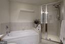 Separate shower and soaking tub - 1000 N RANDOLPH ST #305, ARLINGTON
