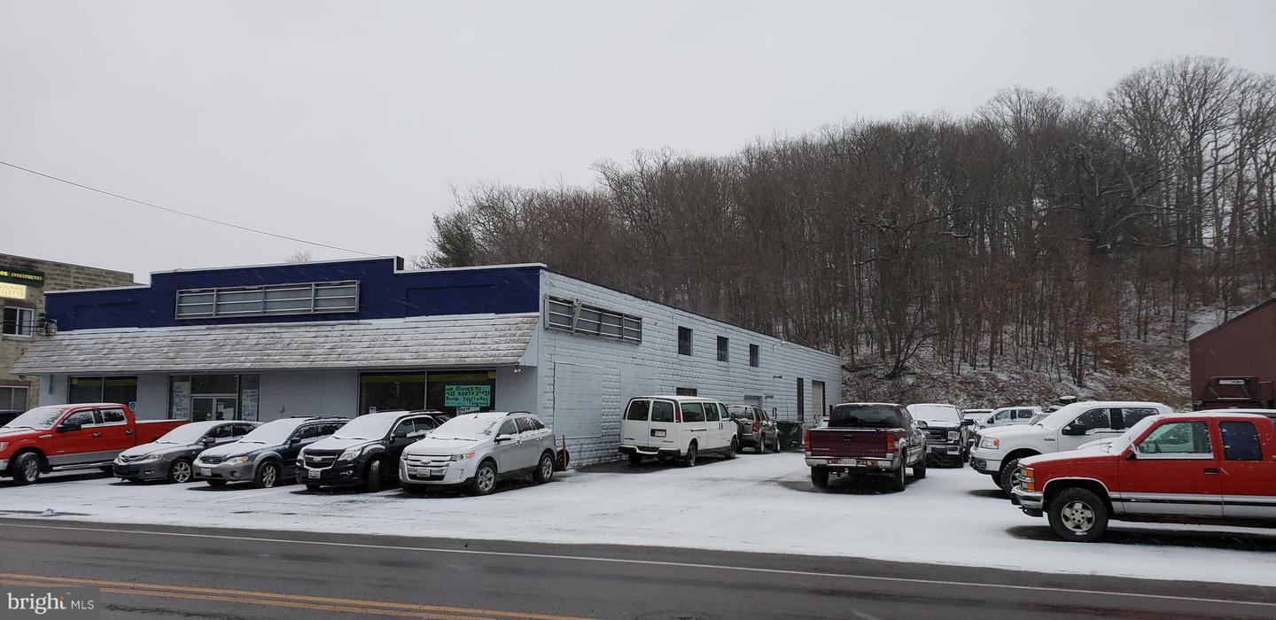 Commercial for Sale at 20 S Third Oakland, Maryland 21550 United States