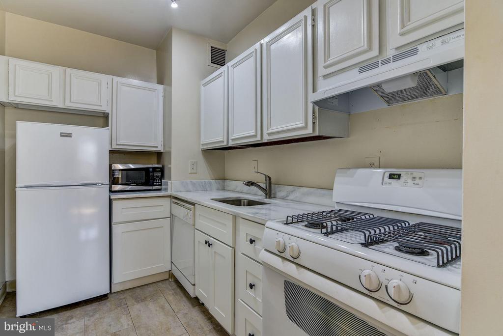 Functional kitchen - 2755 ORDWAY ST NW #411, WASHINGTON