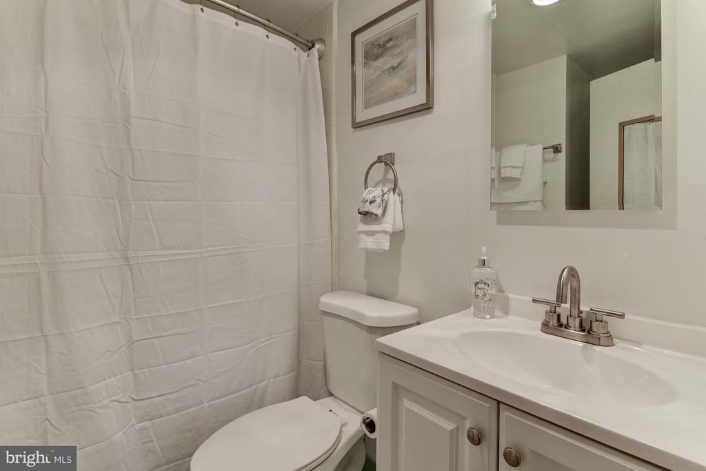 Updated bath - 2755 ORDWAY ST NW #411, WASHINGTON
