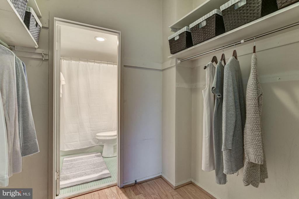 Huge Closet - 2755 ORDWAY ST NW #411, WASHINGTON