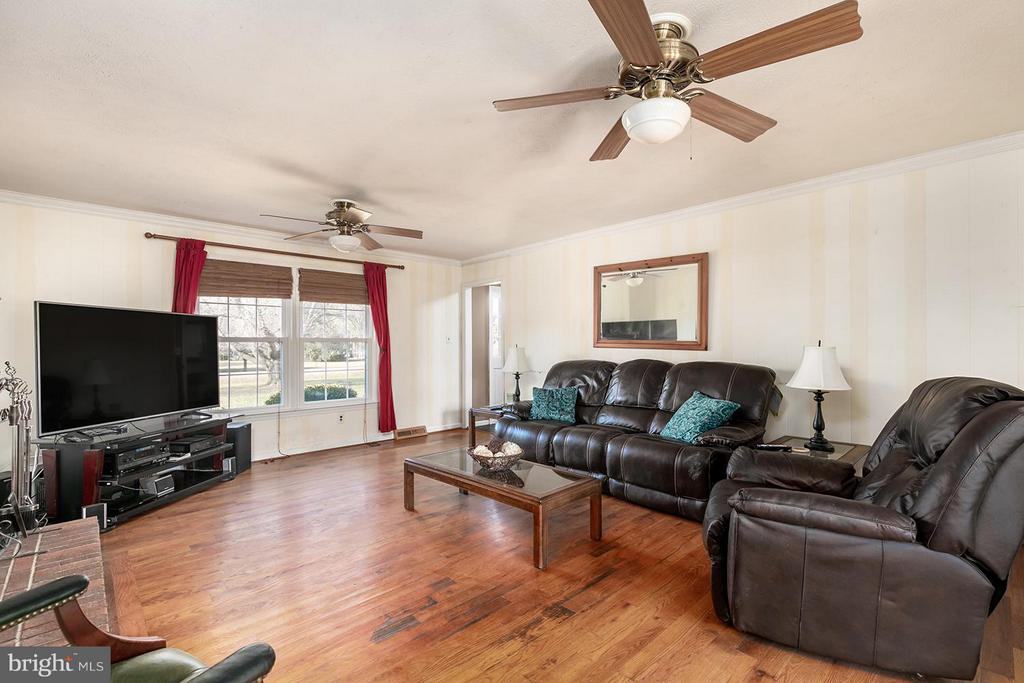 Spacious family room - 2321 CONTEST LN, HAYMARKET