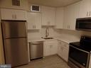 Kitchen - 1800 OLD MEADOW RD #618, MCLEAN