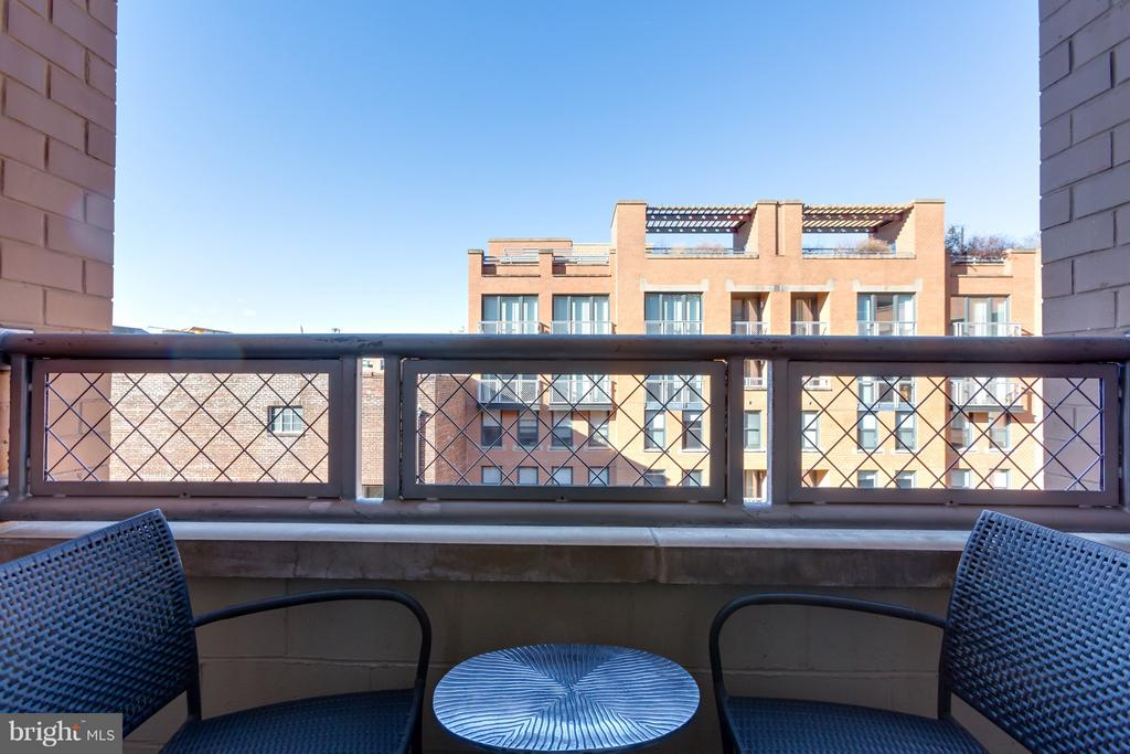 Main level balcony with Monument views! - 616 E ST NW #1150, WASHINGTON