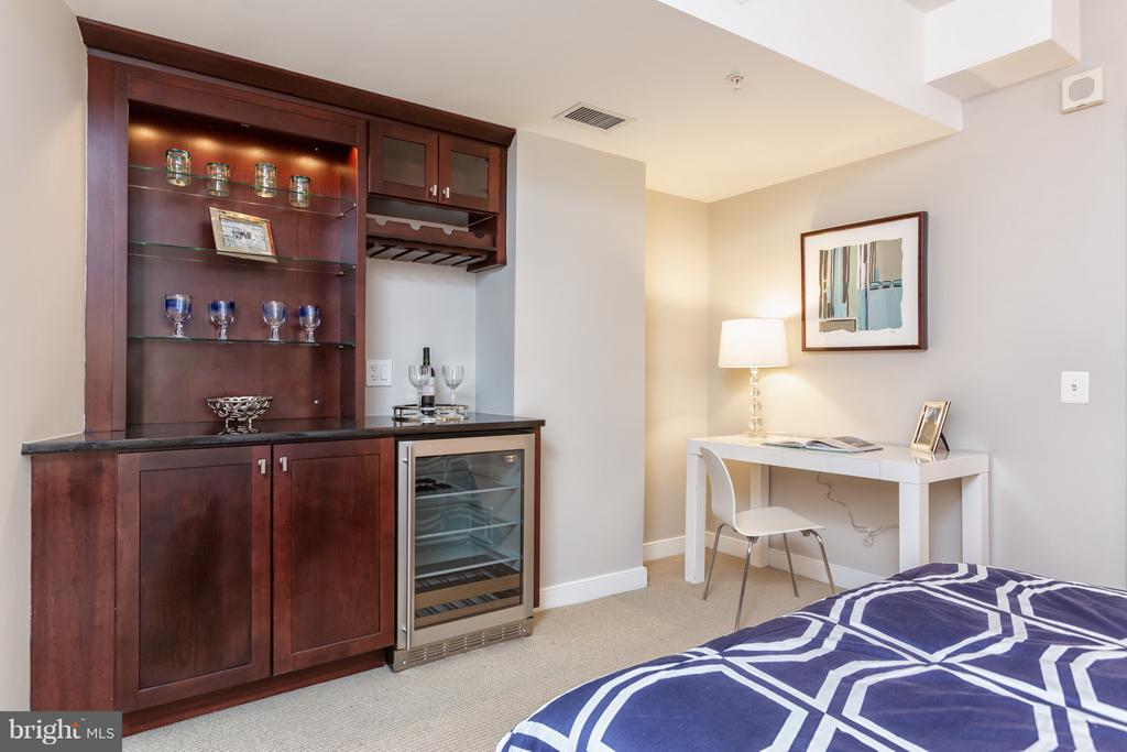 Third bedroom features bar and wine fridge! - 616 E ST NW #1150, WASHINGTON