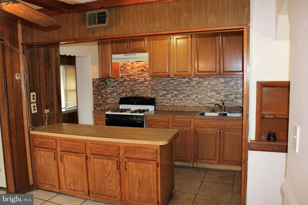 Kitchen - newer top cabinets - 7106 HAWTHORNE ST, LANDOVER
