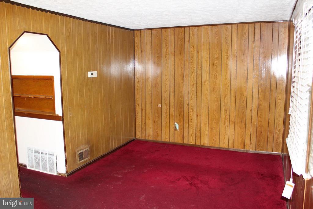 Living Room - 7106 HAWTHORNE ST, LANDOVER