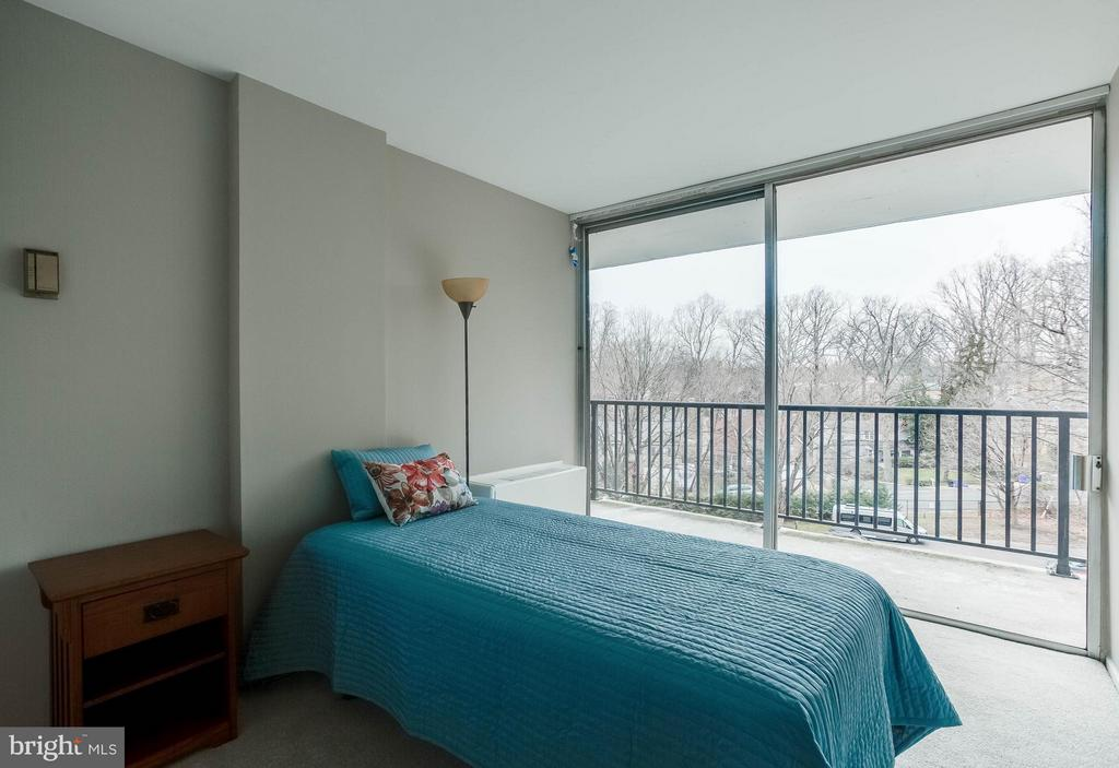 Spacious and open 2nd Bedroom - 3333 W UNIVERSITY BLVD #511, KENSINGTON