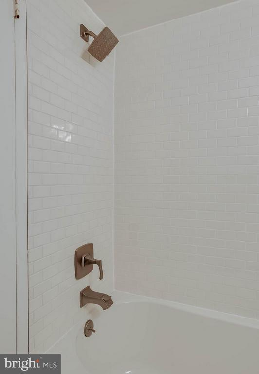 Brand new tile and bath in the Hall Bath. - 3333 W UNIVERSITY BLVD #511, KENSINGTON