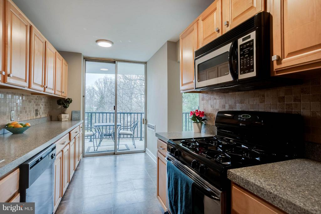 Tons of counter space and cabinets! - 3333 W UNIVERSITY BLVD #511, KENSINGTON