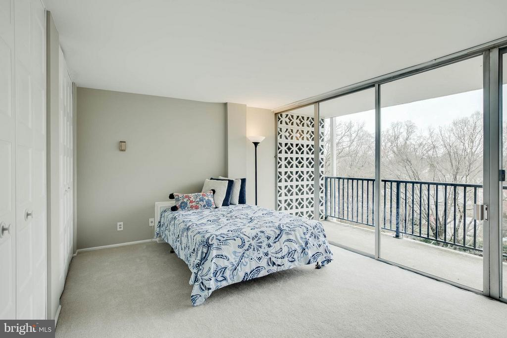 Spacious closets in the large master bedroom. - 3333 W UNIVERSITY BLVD #511, KENSINGTON