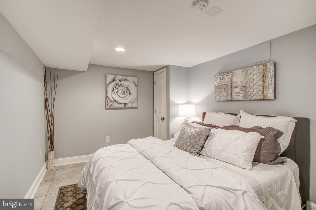 Finished Basement Bedroom - 948 WESTMINSTER ST NW, WASHINGTON