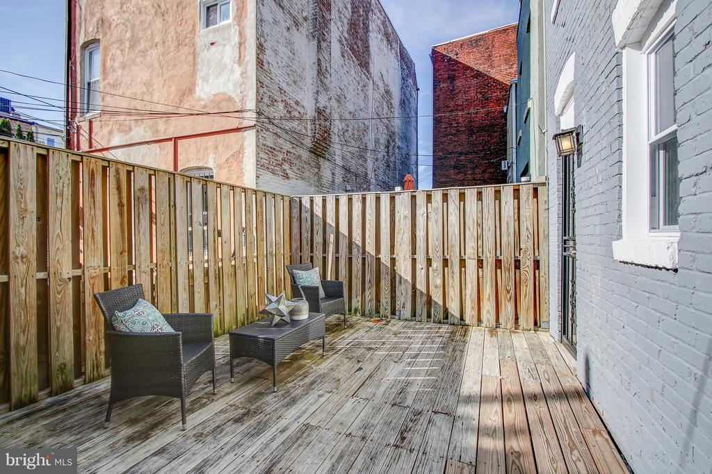 Private Deck Area - 948 WESTMINSTER ST NW, WASHINGTON