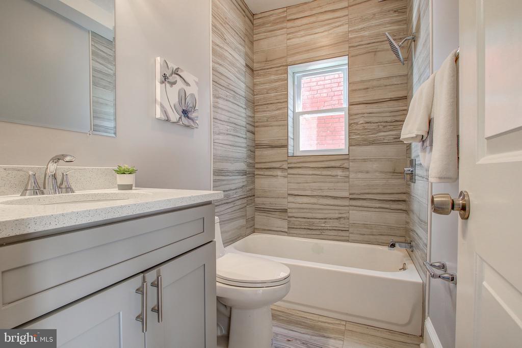 Bathroom - 948 WESTMINSTER ST NW, WASHINGTON