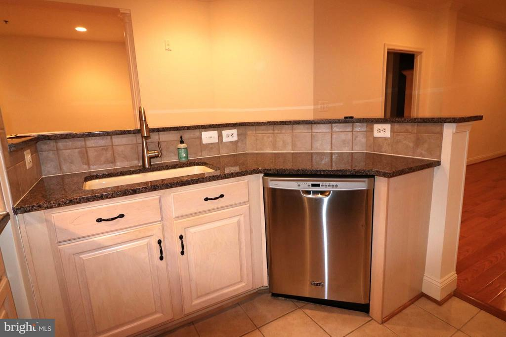 Kitchen breakfast bar, sink and dw - 10328 SAGER AVE #113, FAIRFAX