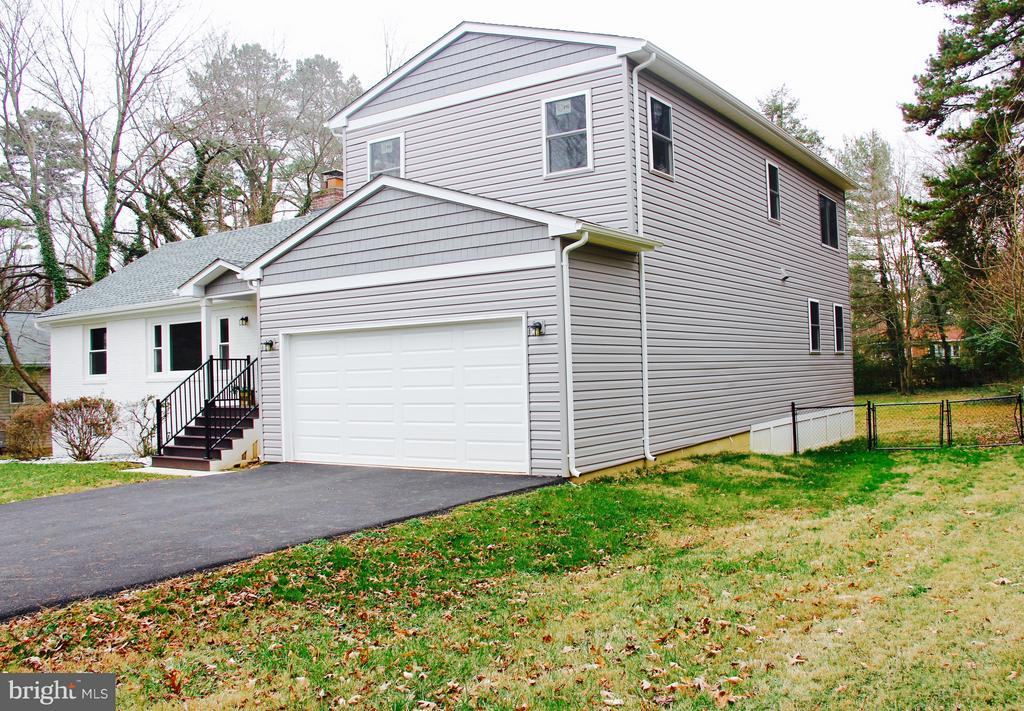 Side view with Ample driveway - 5201 MOUNT VERNON MEMORIAL HWY, ALEXANDRIA