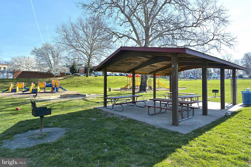 Pavillions in the park for picnics - 10328 SAGER AVE #113, FAIRFAX