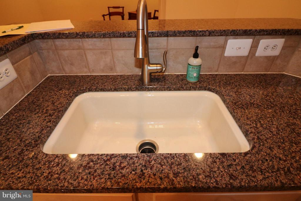porceilin sink - 10328 SAGER AVE #113, FAIRFAX