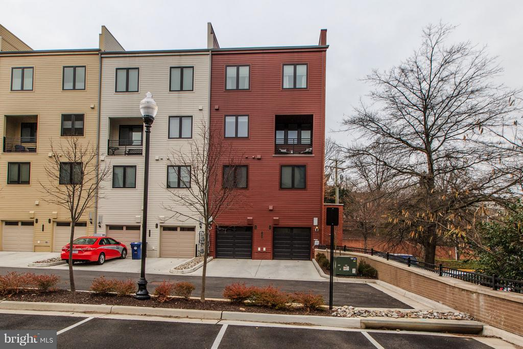 Exterior Rear, 1 car garage and driveway - 102 S PICKETT ST #101, ALEXANDRIA