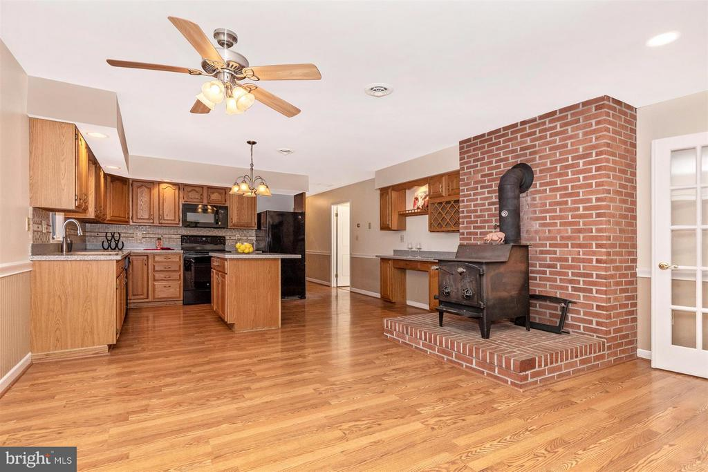 Kitchen/Table Space - 12492 HOWARD LODGE DR, SYKESVILLE
