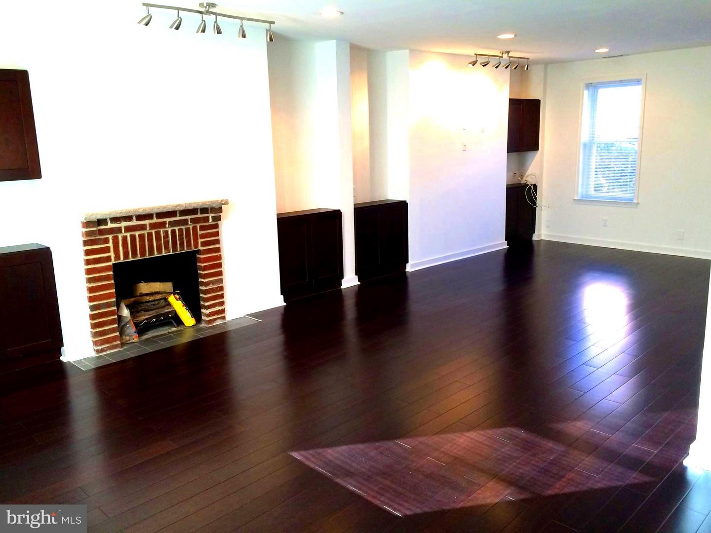 Photo of home for sale at 238 Catharine Street, Philadelphia PA