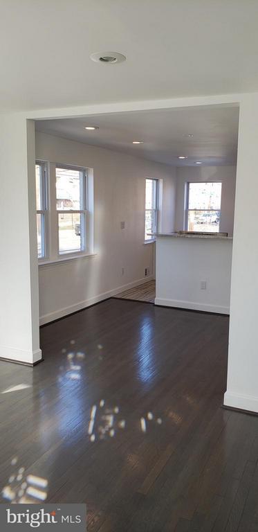 living room view - 600 FORRESTER ST SE, WASHINGTON