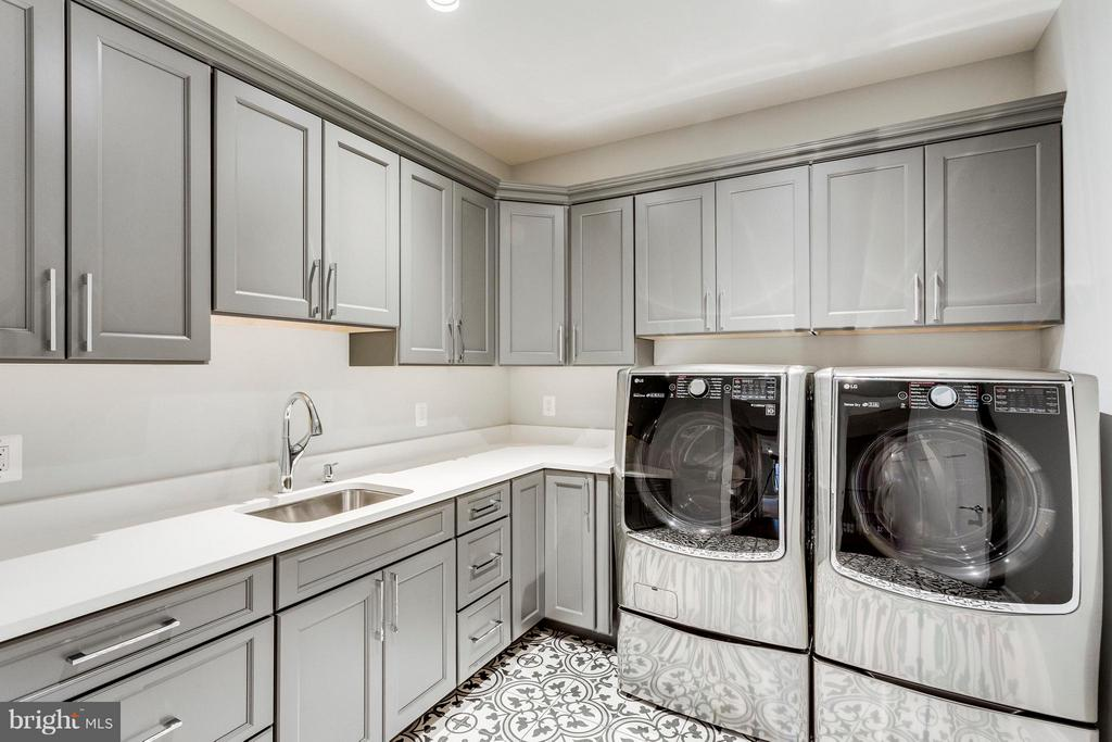 Upper-Level Laundry Room - 3859 GANELL PL, FAIRFAX