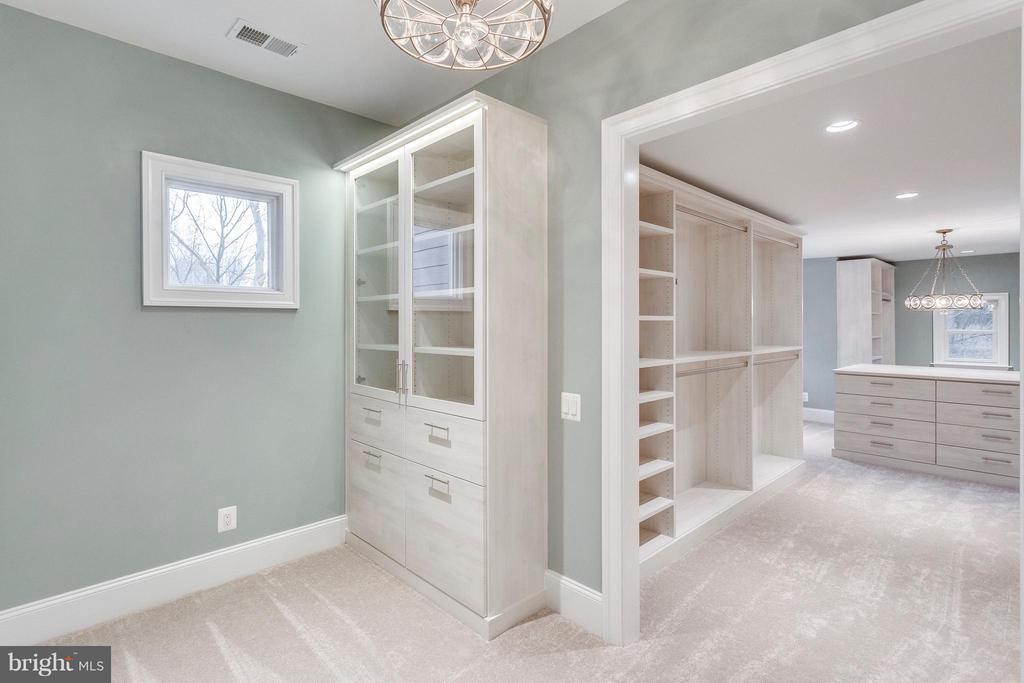 Owner Suite Walk-In Closet - 3859 GANELL PL, FAIRFAX