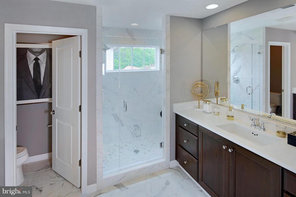 Owners Bath - 4 BRIGHTSTAR DR, MANASSAS