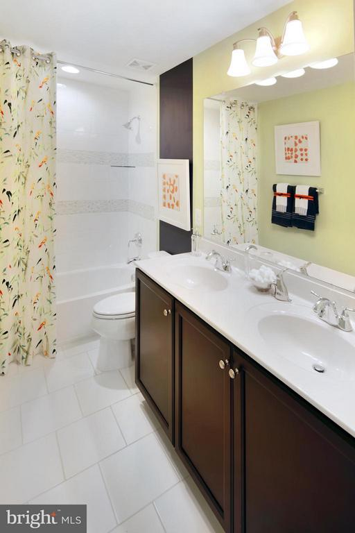 Hall Bath - 4 BRIGHTSTAR DR, MANASSAS