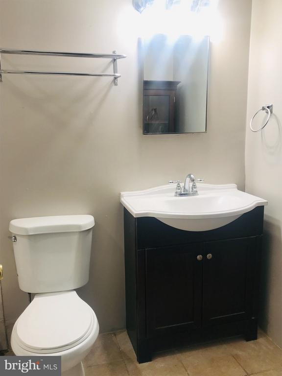 Large bathroom - 4410 OGLETHORPE ST #313, HYATTSVILLE