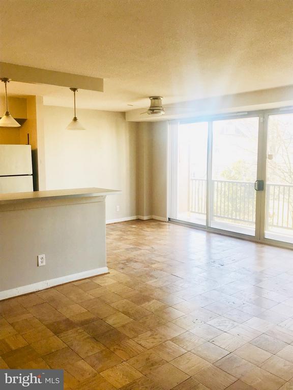 Living room - 4410 OGLETHORPE ST #313, HYATTSVILLE