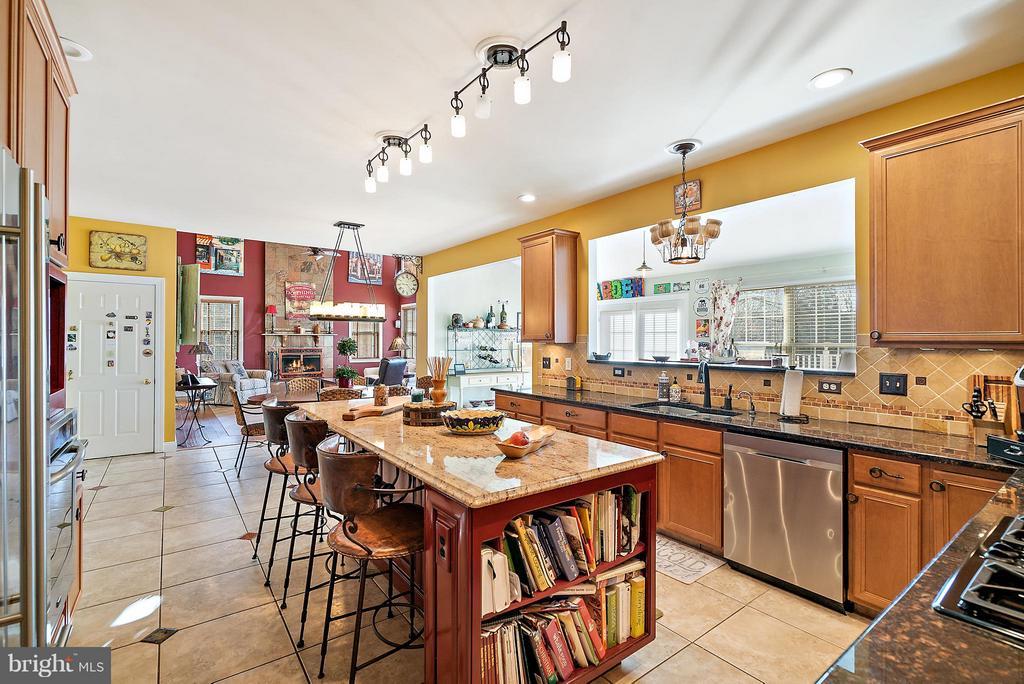 Kitchen Open To Family Room - 5350 JACOBS CREEK PL, HAYMARKET