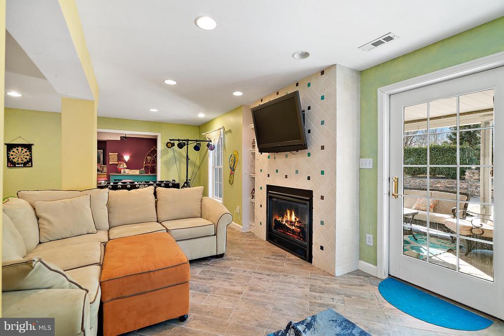 Dual Fireplace (Walk Out Basement) - 5350 JACOBS CREEK PL, HAYMARKET