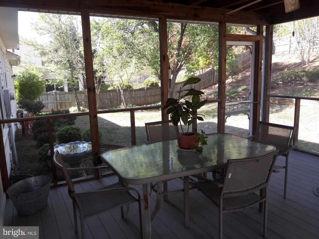 Screen porch with quiet, bugless backyard views - 14789 STATLER DR, WOODBRIDGE