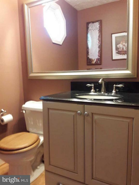 Main-level powder room tucked away out of traffic - 14789 STATLER DR, WOODBRIDGE