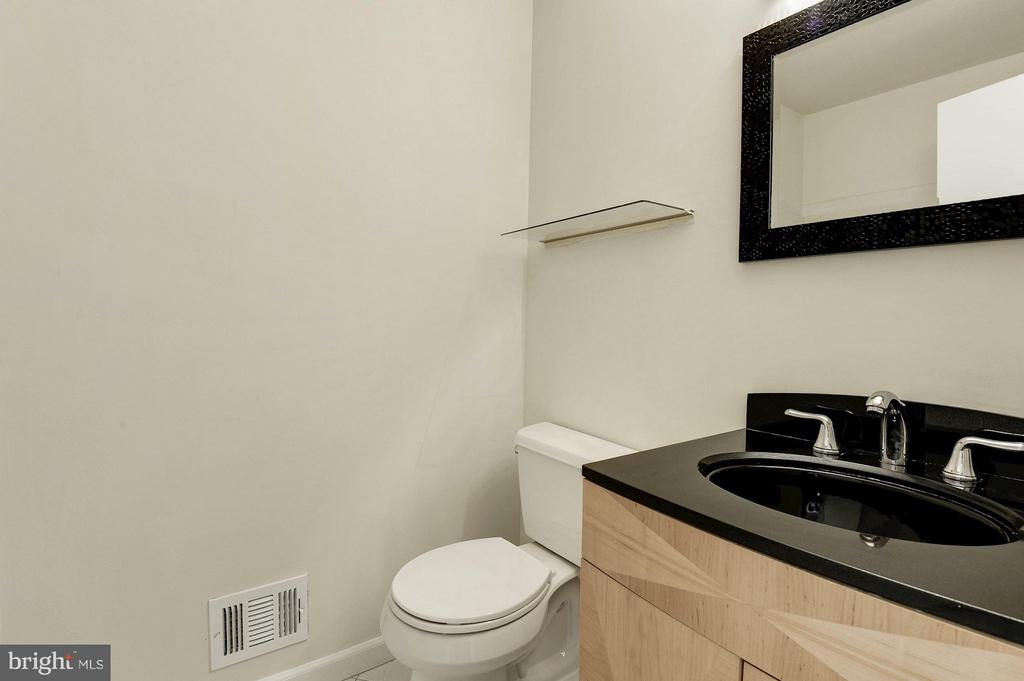Updated 2nd bathroom - 2025 CHADDS FORD DR, RESTON