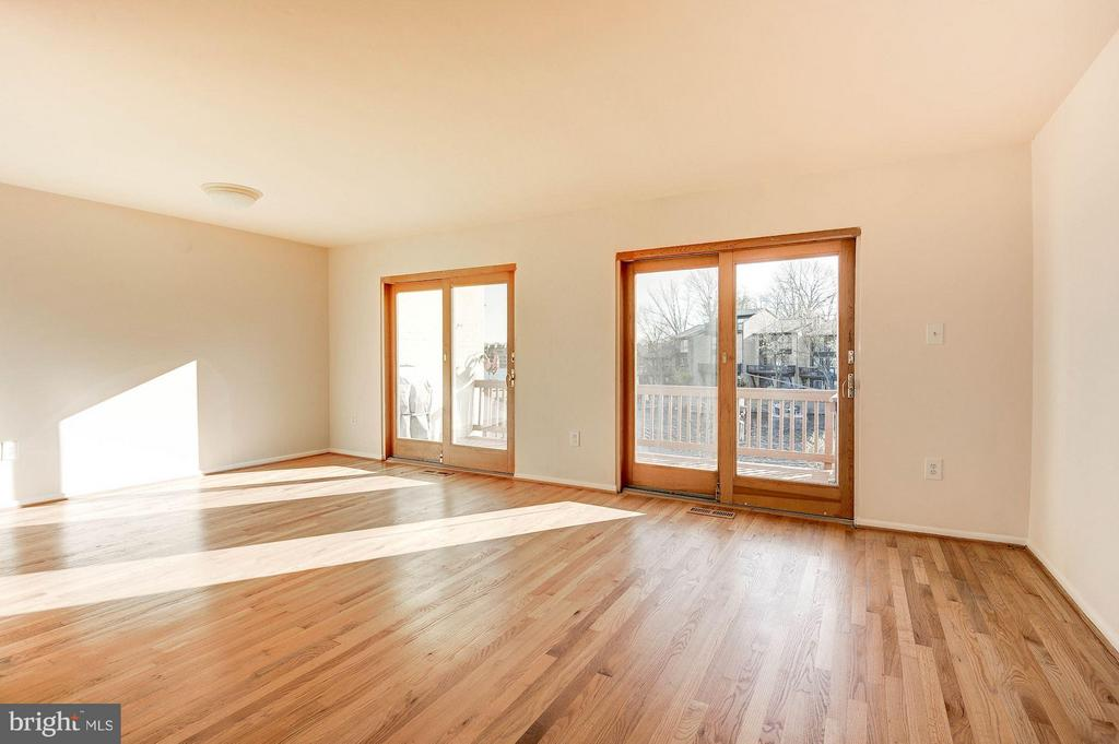 Abundant natural light - 2025 CHADDS FORD DR, RESTON