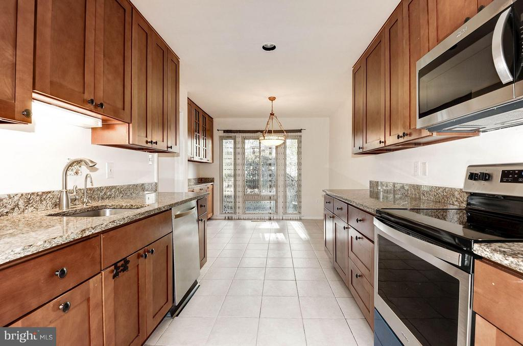 Updated kitchen with granite countertops - 2025 CHADDS FORD DR, RESTON