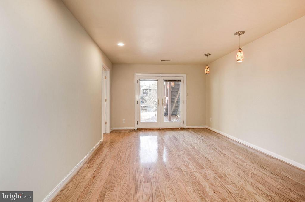 Finished basement with walkout to back deck - 2025 CHADDS FORD DR, RESTON