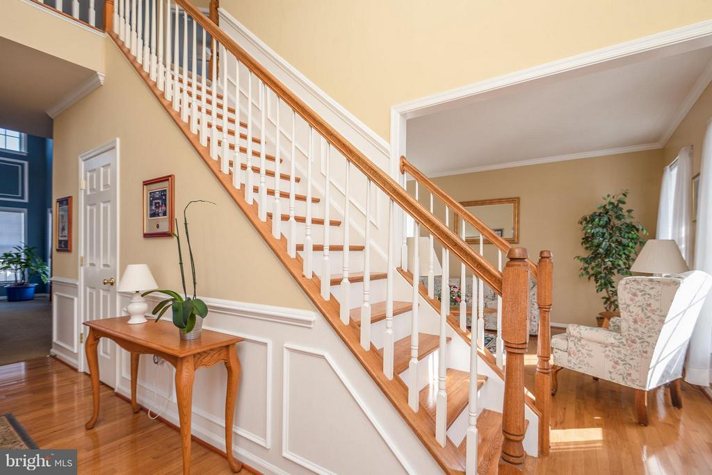 Foyer features wainscoting and box framing - 9 SAINT CLAIRES CT, STAFFORD