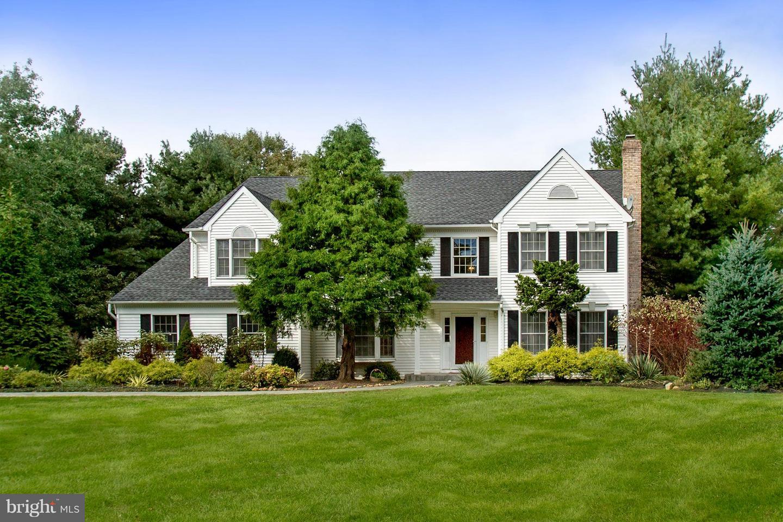 Maison unifamiliale pour l Vente à 6 BROOKSIDE Court Plainsboro Township, New Jersey 08512 États-UnisDans/Autour: Plainsboro Township