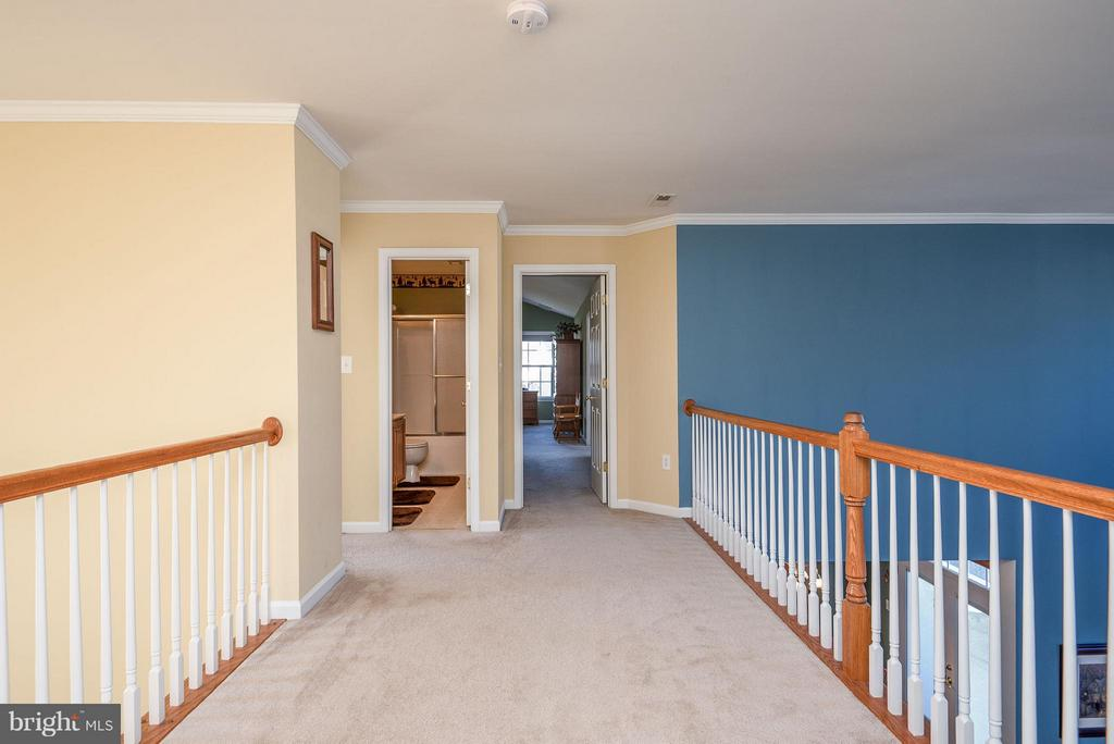 Upstairs hallway view . - 9 SAINT CLAIRES CT, STAFFORD